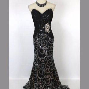 NEW TONY BOWLS Black Cruise Women Formal Gown